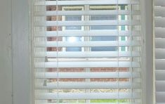 How to Make DIY window covering – Sew a Roman Shade - Neue Dekorationen Old Windows, Blinds For Windows, White Faux Wood Blinds, Diy Roman Shades, Window Coverings, Window Treatments, Wood Curtain, Window Air Conditioner, Window Unit