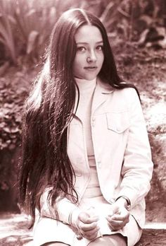 Olivia Hussey - Page 7 - the Fashion Spot British Actresses, Actors & Actresses, Mermaid In Love, Pretty People, Beautiful People, Old Film Stars, Olivia Hussey, Le Jolie, Romeo And Juliet