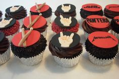 rock and roll cupcakes Heavy Metal Wedding, Heavy Metal Music, Rock Baby Showers, Rock And Roll Birthday, Metallica, Drum Cake, Rock Star Party, Amazing Cakes, Quinceanera