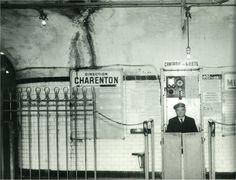 La solitude du contrôleur... (photo © RATP, vers 1965) Paris d'antan, Facebook