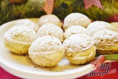 Filled light nuts rolled in powdered sugar Top-Rezepte. Slovak Recipes, Czech Recipes, Hungarian Recipes, Christmas Sweets, Christmas Baking, Keks Dessert, Traditional Cakes, Arabic Food, Four