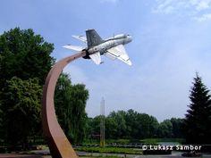 """Mig-21PF  MiG-21PF """"1913"""" (nr seryjny 761913) znajduje się na pomniku w Chorzowie w Wojewódzkim Parku Kultury i Wypoczynku na terenie Wesołego Miasteczka (ŁS). Wind Turbine"""