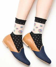 7  don't like the socks,  but the shoes...................nice