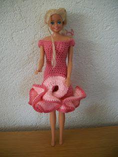 barbie jurkjes: breien en haken.: Varianten Flamingo jurk, haken, uitleg foto´s Harajuku, Blankets, Crafts, Fashion, Vestidos, Crochet Stitch Tutorial, Tutorials, Craft Work, Moda