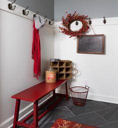 Piros pad - előszoba ötlet