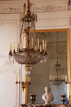 Chandelier mirror and bust - Candles on chandeliers are way underrated Grand Trianon Versailles Decor, Beautiful Chandelier, Chandelier, Beautiful Lighting, French Decor, Beautiful Lights, Ceiling Design, Interior, Chandelier Lamp