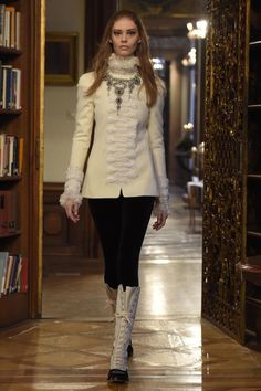Chanel Pre-Fall 2015 Modenschau in Salzburg Check more at https://modenschau.club/chanel-pre-fall-2015-modenschau-in-salzburg
