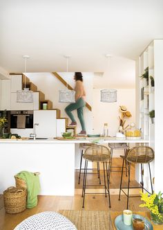 The designer of this duplex apartment in Barcelona had quite a difficult task: to place a full kitchen, a living room, and a bedroom at only 40 sqm. The ✌Pufikhomes - source of home inspiration Tiny House Stairs, Tiny House Plans, Tiny Apartments, Tiny Spaces, Kitchen Under Stairs, Deco Studio, Small Space Living, Apartment Design, Duplex Apartment