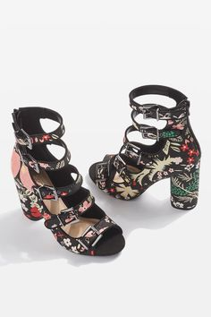 f5a279d9f615 Carousel Image 1 High Street Trends
