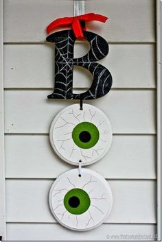 Halloween wall hanging for the indoors or outdoors; painted wood cut-outs. Stop by to see this super fun and easy BOO Halloween Door Hanging! Perfect for your as well as on a wall! JoAnn Fabric and Craft Store Coupon Boo Halloween, Diy Deco Halloween, Moldes Halloween, Adornos Halloween, Manualidades Halloween, Diy Halloween Decorations, Holidays Halloween, Halloween Centerpieces, Halloween Donuts