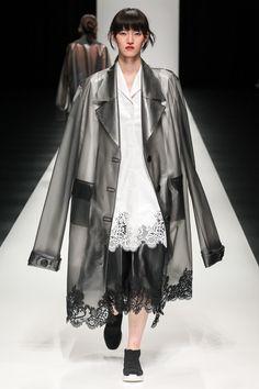 Asian Fashion Meets Tokyo Tokyo Fall 2017 Collection Photos - Vogue