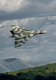 """Long Island Airpower. Avro Vulcan XH558, """"The Spirit of Britain"""". Owned by the Vulcan of the Sky Trust, G-VLCN"""