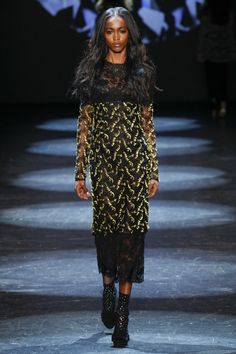 Monique Lhuillier Fall 2016 Ready-to-Wear Fashion Show  http://www.theclosetfeminist.ca/  http://www.vogue.com/fashion-shows/fall-2016-ready-to-wear/monique-lhuillier/slideshow/collection#8