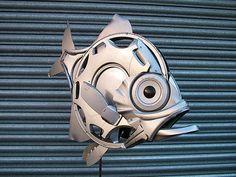 Les enjoliveurs recyclés en oeuvres dart un poisson Des oeuvres d art à partir d enjoliveurs recycles 21