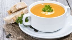 Kürbiscremesuppe – basisch Here you will find a delicious basic pumpkin cream soup. The high content of beta carotene in the pumpkin contributes to a good vitamin A supply of the body and thus provides u. also for healthy skin and mucous membranes. Best Pumpkin Soup Recipe, Cream Of Pumpkin Soup, Pumpkin Recipes, Cream Soup, Spiced Pumpkin, Pumkin Soup, Pumpkin Pumpkin, Cream Cream, Cream Cake