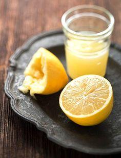 tlusté střevo + hubnutí 1dávka 2 polévkové lžíce čerstvé citronové šťávy (asi 1/2 citronu) 2 polévkové lžíce javorového sirupu 1/10 čajové lžičky práškového kajenského pepře (chilli) 3 dcl vody  3xdenně 10dní