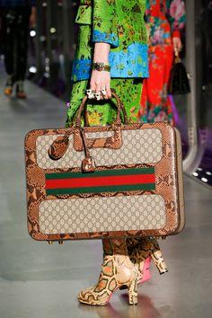 Gucci, Ready-To-Wear, Милан ОСЕНЬ-ЗИМА / READY-TO-WEAR / НЕДЕЛЯ МОДЫ: МИЛАН handbags prada handbags hermes designer handbags handbags men handbags michael kors handbags 2017 Gucci Handbags, Fashion Handbags, Fashion Bags, 2017 Handbags, Gucci Bags, Zapatillas Louis Vuitton, My Bags, Purses And Bags, Gucci Fall 2017