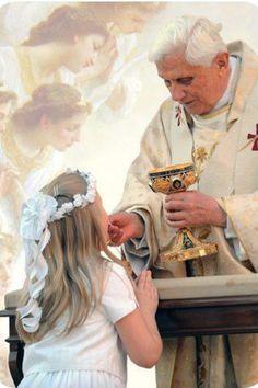 Holy Communion with Pope Benedict XVI.
