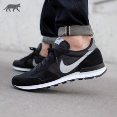sneakers running shoes black Instagram picture of Nike Internationalist Mid