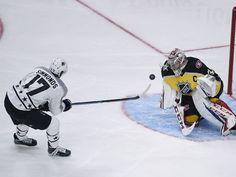 Metropolitan Division forward Wayne Simmonds (17) of the Philadelphia Flyers scores against Atlantic Division goaltender Carey Price (31).