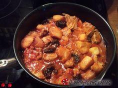 Χοιρινό με κυδώνια και δαμάσκηνα #sintagespareas Pork Roast, Pork Chops, Gourmet Recipes, Cooking Recipes, Cooking Ideas, Dried Prunes, Plum Sauce, Vegetable Puree, Mixed Fruit