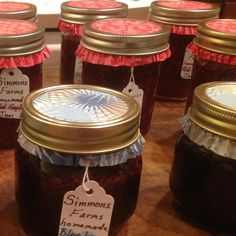 Wanting farm fresh eggs, or honey from our very own hives? Shop our farm store and find produce you want straight off or shelves! Blackberry Ideas, Raspberry Ideas, Strawberry Ideas, Farm Store, Hippie Life, Family Gifts, Farms, Blueberry, Mason Jars