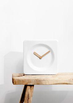 Little clock // white ceramic and wood Interior Inspiration, Design Inspiration, Interior Decorating, Interior Design, Amsterdam, Vintage Design, Minimal Design, Decorative Objects, Home Accessories