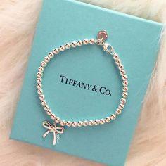 Tiffany OFF! FrenchEconomie™️Holiday Jewellery Box Winter Tiffany Co. Tiffany Und Co, Tiffany & Co., Tiffany And Co Jewelry, Tiffany Necklace, Tiffany And Co Bracelet, Opal Jewelry, Pandora Jewelry, Luxury Jewelry, Gold Jewelry