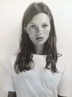 Kate Moss style simple inspiration. Her hair was shoulder length hair and she had soft waves. Inspiration Beauty. @ANDWHATELSEISTHERE