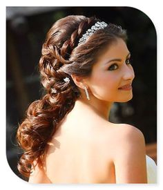 I love this. so Grecian looking. could put a veil over and kind of wrap it... saw another pin with something like that.