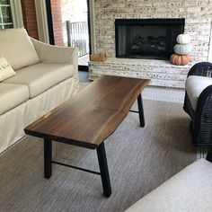Great Ideas for Wood Table Projects Finding your place in wood furniture plan is such a great feeling. Live Edge Tisch, Live Edge Table, Live Edge Wood, All Wood Furniture, Custom Furniture, Furniture Plans, Custom Dining Tables, Wooden Tables, Wood Table Design