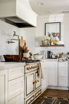 Astonishing Useful Ideas: Small Kitchen Remodel Green kitchen remodel layout family rooms.Kitchen Remodel Dark Cabinets Crown Moldings tiny kitchen remodel under cabinet. Home Decor Kitchen, Interior Design Kitchen, Kitchen Furniture, Home Design, New Kitchen, Vintage Kitchen, Home Kitchens, Country Kitchens, Kitchen Ideas