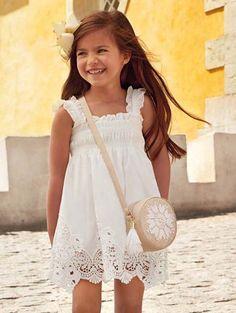 WAUW, DRESS TO IMPRESS! Vinden jullie deze dame ook zo 'stralen' in deze super mooie jurk? #mayoral #cybermonday #white #trend #wit #meisjes #girlslook #jurk #kindermode #dress #happy #kinderkleding Ballerina, Trends, Kids Fashion, White Dress, Flower Girl Dresses, Wedding Dresses, Women, Super, Happy