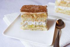 Desert prajitura cu piscoturi, crema de vanilie si banane