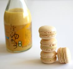 I started with a sweet and sour macaron flavored with yuzu. For those who are unfamiliar, yuzu is a kind of lemony citrus fruit found in Japan. According