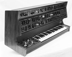 In the early 70's, Tony Furse created his first prototype of hybrid analog/digital synthesizer, the Qasar I.