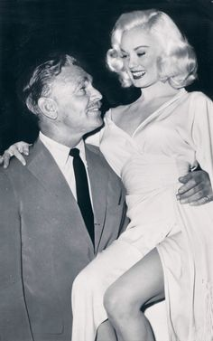 Mamie Van Doren with movie star Clark Gable Golden Age Of Hollywood, Hollywood Glamour, Classic Hollywood, Old Hollywood, Mamie Van Doren, Clark Gable, Popular Actresses, Actors & Actresses, Classic Actresses