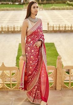 16 Trendy Ideas for elegant bridal saree india India Fashion, Ethnic Fashion, Women's Fashion, Indian Dresses, Indian Outfits, Indian Clothes, Pakistani Outfits, Saree Jewellery, Saree Trends