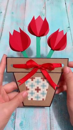 Flower Crafts for Kids to Make! These simple flower crafts are cute and easy! - Kreative in Life Diy Mother's Day Crafts, Mother's Day Diy, Spring Crafts, Creative Crafts, Decor Crafts, Card Crafts, Paper Flowers Craft, Paper Crafts Origami, Flower Crafts