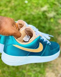 Another winning colorway from @chitownkustomz—Iridescent Teal and Champagne Air Force 1 lows, made for a wedding using paint from @jacquardusa @jacquardproducts Air Force 1, Nike Air Force, Air Force Sneakers, Sneakers Nike, Nike Cortez, Custom Sneakers, Iridescent, Champagne, Teal