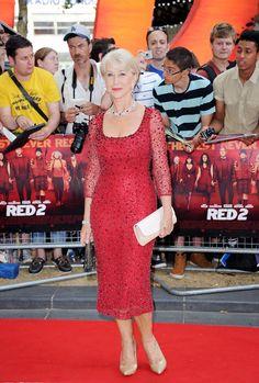 Helen Mirren en robe rouge mi longue en dentelle