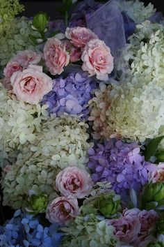 http://www.pinterest.com/mary9313/hydrangeas/  Hydrangeas and roses. Out of this world. Love it.  B.