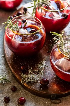 Putting a festive spin on a classic cocktail with this Cranberry Bourbon Sour. Simply mix everything together for a perfectly sweetened very merry cocktail! Cocktail Drinks, Fun Drinks, Yummy Drinks, Cocktail Recipes, Alcoholic Drinks, Beverages, Drinks Alcohol, Cocktail Movie, Alcohol Recipes
