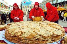 На ВДНХ открылась масленичная ярмарка !  5-13 марта! Пн.-пт.  12:00-21:00 сб.-вс.  11:00-22:00.  Народные гуляния мастер-классы старинные русские игры и забавы интересные сувениры и многое другое ждёт всех гостей.  #москва #россия #масленица #вднх #люди #мск #выходные #праздник #весна #moscow #russia #like4like #l4l #instalike #instaphoto #spring #food #happy #tasty #cool #honey #people #holiday #weekend #блины #pancakes by russian_pleasure