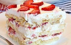 Looking for a quick and easy Spring/Summer dessert recipe? Try out delicious No Bake Strawberry Icebox Cake ! Cookie Desserts, No Bake Desserts, Easy Desserts, Strawberry Icebox Cake, Strawberry Recipes, Mothers Day Desserts, Biscuits Graham, Icebox Cake Recipes, Summer Dessert Recipes