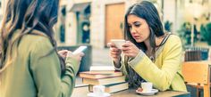 Teens and smartphones seem to be attached by an invisible cord. Is it unhealthy, a kind of addiction? Should we confiscate or limit their smartphone use? Business Marketing, Online Business, Business Coaching, Business Tips, Media Marketing, Elearning Industry, Elle Mexico, Smartphone, Medical News