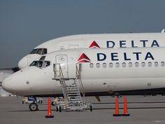 Penumpang terdampar setelah penerbangan Delta membumi di seluruh dunia