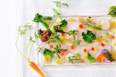 夏のおすすめ「旬魚のカルパッチョと夏野菜 特製ソース」