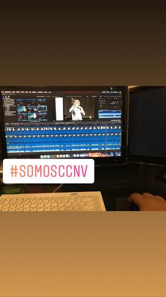 Los viernes en la productora #3Clavos en #CCNV porque #SomosCCNV colaborando editando video.