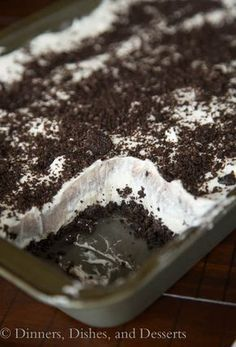No Bake Oreo Cream Squares - layers of cookies, pudding, cream cheese, and whipped cream! Easy No Bake Desserts, Frozen Desserts, Delicious Desserts, Yummy Food, Sweet Recipes, Snack Recipes, Dessert Recipes, No Bake Oreo Bars, Oreo Cream